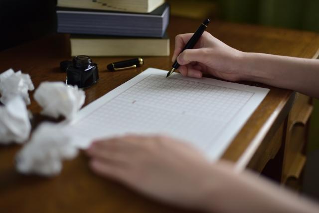 小説家の副業は?会社員兼業作家のメリット・デメリットを解説します