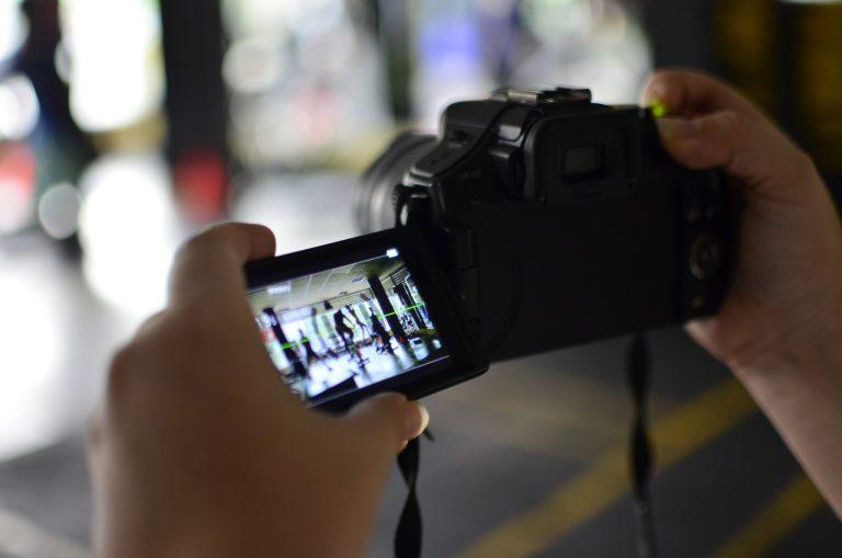 動画編集の副業は稼げる?仕事を在宅で始める方法と収入を解説します